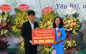 Trường THPT Chuyên Nguyễn Tất Thành kỷ niệm 30 năm thành lập, đón nhận Huân chương Lao động hạng Nhì