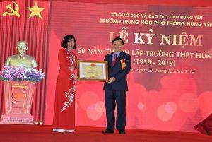 Hoa cài áo đại biểu – Trường THPT Hưng Yên kỷ niệm 60 năm thành lập
